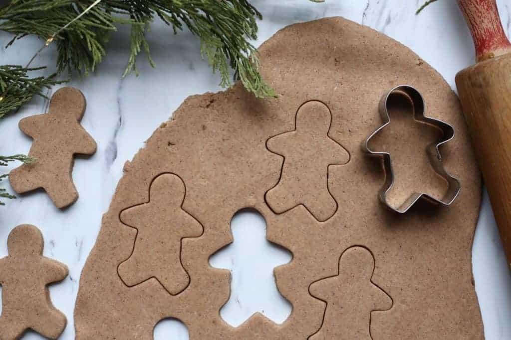 #gingerbread #playdough #homemadeplaydough #christmasactivity #christmasfun #kidsactivity #gingerplaydough